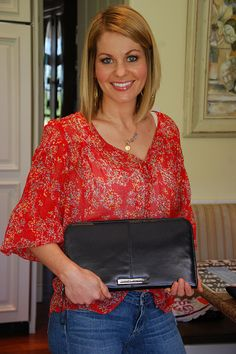 Candace Cameron wearing Jessica Jensen clutch, Summer Hairstyles, Candace Cameron wearing Jessica Jensen clutch Source by shopjj. Candice Bure, Candice Cameron Bure Hair, Candace Cameron Bure Family, Love Her Style, Cut And Style, Candance Cameron Bure, Hair Today Gone Tomorrow, Pelo Bob, Cut Her Hair