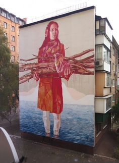 Ep 54 – Fintan Magee: Large art for everyone. Fintan Magee paints epic figurative murals all over the world from America, to Russia, to China, Europe and even Ireland. Growing up in Brisbane in Australia, a place I know well, Fintan cut his artistic teeth in the graffiti world, then went on to art college and has managed to bring the two together in his beautiful figurative murals. He also has gallery shows for his works on canvas and paper and he is starting to get into art installations…