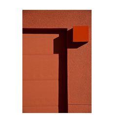Photo by @the_dallas_artist 👀. #ourmomentum#minimalist #minimalmood#abstract #streetphotography#artofvisual #contrast#agameoftones #photooftheday #texture#minimal#look#city#world#style#reflection#travel#travelgram#photooftheday#photography
