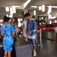 Zayn and Gigi at the airport in Tahiti - 20/08 (source)