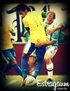 """Estragaum – Filtro Instagram """"Dedada no Neymar""""  Este Estragaum resume o que a seleção tomou da Argentina!    Este Filtro """"Dedada no Neymar"""", já foi utilizado muitas vezes pelo próprio jogador com suas amiguinhas em seu Iate!    Dessa vez Neymar provou de seu próprio  dedo veneno. Dizem as más línguas que o argentino ficou horas lavando o dedo as mãos!    Esse Argentino deve ter feito um """"Senhor Estragaum"""" na culatra do craque!  http://www.estragaum.com.br/"""