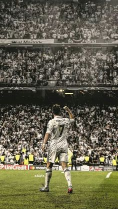 Cristiano Ronaldo triumfuje z kibicami Realu Madryt Cristiano Ronaldo 7, Ronaldo Cristiano Cr7, Cr7 Messi, Cristiano Ronaldo Wallpapers, Messi And Ronaldo, Ronaldo Real Madrid, Real Madrid Football, Football Is Life, Cr7 Wallpapers