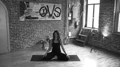 Lauren Imparato, founder of teaches a simple technique for beginners. Yoga Videos For Beginners, Easy Meditation, Meditation Techniques, Online Yoga, Best Yoga, How To Do Yoga, Yoga Fitness, Pilates, Exercise