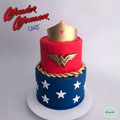 Torta Wonder Woman Medellín by Giovanna Carrillo Wonder Woman Birthday Cake, Wonder Woman Cake, Wonder Woman Party, Doctor Cake, Cupcakes, Cakes And More, 1st Birthday Parties, How To Make Cake, Amazing Cakes