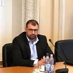 Fostul ofiţer SRI Daniel Dragomir confrmă, duminică, pe pagina sa de Facebook, că o zi de filaj la Serviciul Român de Informaţii (SRI) costă aproximativ 3.000 de euro, precizând că au fost cheltuite sume uriaşe pentru ca românii să fie urmăriţi, scrie Mediafax. Euro, Facebook