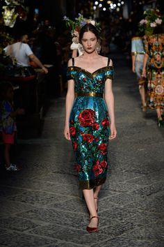 Catwalk photos and all the looks from Dolce & Gabbana - Alta Moda Autumn/Winter 2016-17 Couture Paris Fashion Week. Jaglady