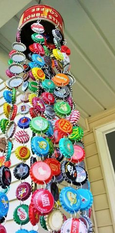 Kelli Nina Perkins: Bottle Cap Chime - love the bright, happy colors! Perhaps some bottle cap garland might be in my crafty to-do list now! Diy Crafts For Adults, Fun Crafts, Diy And Crafts, Arts And Crafts, Art Projects For Adults, Adult Crafts, Creative Crafts, Decor Crafts, Diy Projects To Try