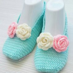 Crochet Shoes, Crochet Slippers, Baby Knitting, Crochet Baby, Sewing Hacks, Hand Embroidery, Diy Jewelry, Crochet Necklace, Baby Shoes