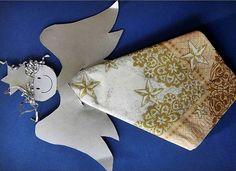 Kétféle angyalkás - papírból kivágható - szalvétagyűrű látható az alábbi képeken. A csatolt sablonok alapján könnyen elkészíthetők. Mintá...