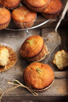 Muffins with apples and cinnamon Baby Food Recipes, Cookie Recipes, Good Food, Yummy Food, Delicious Deserts, Romanian Food, Cupcakes, Yummy Treats, Food To Make