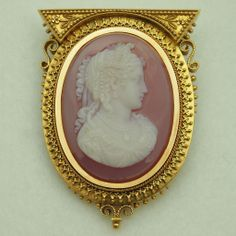Victorian Carved Chalcedony Running Into Carnelian Cameo Brooch Depicting The Bust Of Demeter, The Goddess Of Harvest, Mounted In 17 To 18k Yellow Gold - Italian       c.1860