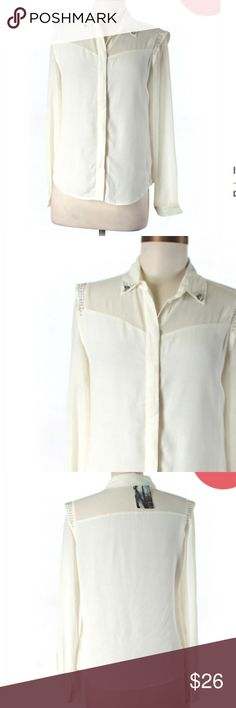 """🆕 Silence & Noise Ivory Button Down Shirt Small Brand new with tags! Thank you for looking! Tall sizing 34"""" chest 23"""" length 100% rayon silence + noise Tops Button Down Shirts"""