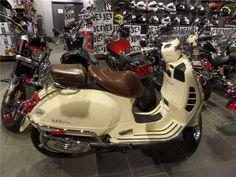 """""""Motocyclette - 2014 Vespa GTV300  à Whitby, ON  4995 $"""""""