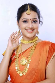 Samskruthy Shenoy in temple jewellery - I like the long kasu haram most Indian Jewellery Design, Indian Jewelry, Jewellery Designs, Fashion Jewellery, Long Pearl Necklaces, Gold Jewelry Simple, Jewelry Model, Culture, Temple Jewellery