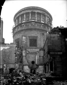 The Four Courts during the Civil War. Ireland 1916, England Ireland, Dublin Ireland, Ireland Pictures, Old Pictures, Old Photos, Dublin Street, Dublin City, Irish Free State
