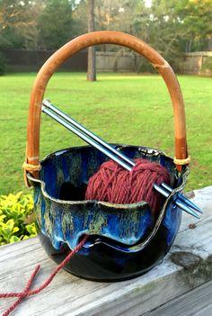 Yarn Bowl, Pottery Ideas, Clay Ideas, Ceramic Pottery, Crochet Ideas, Bowls, Knitting Patterns, Knit Crochet, Crafts