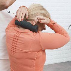 Richtig schlafen gegen Nackenschmerzen | Liebscher & Bracht Turtle Neck, Leather, Sports, Abs, Hs Sports, Sport