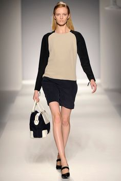Max Mara Spring 2011 Ready-to-Wear Collection Slideshow on Style.com