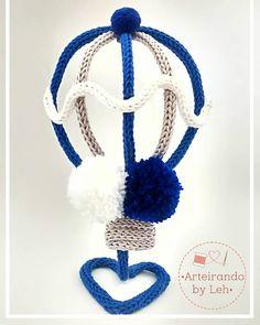 Balão em 3D 😍💙 ..................... Para orçamentos e encomendas por mensagem ou WhatsApp (47) 99990-2446 ..................... E ainda dá… Dream Catcher Craft, Baby Deco, Rainbow Wall, Macrame Art, Wire Crafts, Wire Art, Crochet Necklace, Handmade Gifts, Crafty