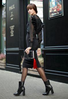 Gothic chic - Click for Tina Sizonova in Music Ambiance http://gv.lauderlis.net/tina_sizonova_6.php