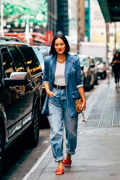 Street style fashion 411727590936920909 - The Best Street Style at New York Fashion Week Spring 2020 Street Style Trends, Street Style New York, Rihanna Street Style, Looks Street Style, Cool Street Fashion, Looks Style, Street Styles, Spring Street Style, New York Style