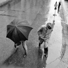 Dodging Puddles on a Rainy Day in New York City, 1939 (Wurts Bros - MCNY).
