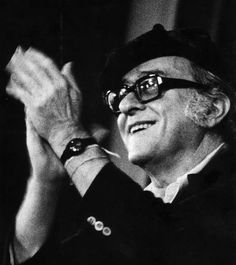 """""""Em 66 anos de vida ele mudou a história da música popular brasileira. Revolucionou com delicadeza a forma de cantar o amor.  Sua obra poética está entre as mais altas da literatura brasileira contemporânea"""""""