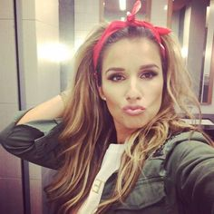 Check out how to get Jessie James Decker's adorable classic teased hair + red bandana look! www.blushinginhollywood.com
