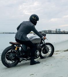 #caferacer #motorcycleculture #culturamotera | caferacerpasion.com