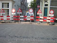 Verkeersborden, waar geen fietser zich wat van aantrekt