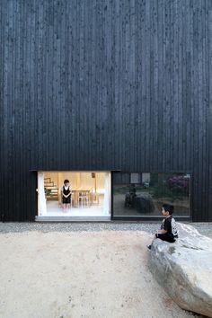 Katsutoshi Sasaki's minimalist home has a dark exterior and a light interior - Japanese Architecture Modern Japanese Architecture, Architecture Résidentielle, Cultural Architecture, Minimalist Architecture, Japanese Modern, Sustainable Architecture, Japanese Home Design, Japanese House, Minimalism Living