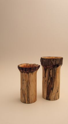 Wood: Unknown Left : D +/- 100 mm H 162 mm Right ?