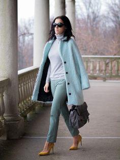 Streetstyle, light blue coat, pastel, yellow pumps, mint, pastel trend