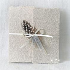 """Mit dieser handgemachten und individualisierbaren Trauerkarte """"Feder"""" können Sie den Angehörigen Ihr herzliches Beileid ausdrücken. Die Karte besteht aus handgeschöpftem Papier, welches ich mit viel Leidenschaft selbst schöpfe. Dafür verwende ich weitmöglichst Rohmaterial aus nachhaltigen Quellen. Zur Karte gehört ein Umschlag und ein Einlegeblatt aus Transparentpapier. Ein Wunsch-Titel kann ebenfalls gewählt werden. #Trauerkarte #handgemacht #feder #karte #handmade #lilimo #handgeschöpft… Hair Accessories, Gift Wrapping, Etsy, Gifts, Paper, Thoughts, Gift Wrapping Paper, Presents, Wrapping Gifts"""