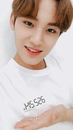 mom I love him Mingyu Wonwoo, Seungkwan, Woozi, Mingyu Seventeen, Seventeen Debut, Kim Min Gyu, Joshua Hong, Seventeen Wallpapers, Meanie