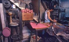Amazing photos of daily life in Kowloon Walled City, Hong Kong in the Kowloon Hong Kong, Kowloon Walled City, The Babadook, World Images, Slums, Historical Pictures, Night Life, Cool Photos, Amazing Photos