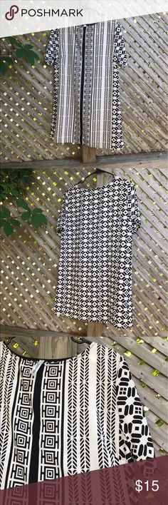 """Peppermint B&W Tunic Dress Black and White Geometric Print. Cool, silky, lightweight and comfortable. This doesn't fit me anymore as a 10 because of my DD bust but I would say Fit 8, Maybe a 10P (with smaller bust) size best. 20"""" bust, 33"""" long, 100% polyester. Peppermint Dresses Midi"""