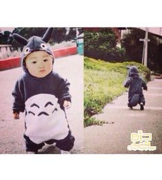 Minguk in Totoro outfit. So cute! Cute Asian Babies, Cute Babies, Triplet Babies, Superman Kids, Song Triplets, Song Daehan, Dream Baby, Happy Pills, Baby Portraits