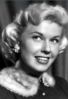 Happy 90th birthday to my favorite entertainer Ms. Doris Day. I love her jovial, classy- elegance.