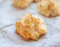 Red Lobster Cheddar Bay Biscuits-bisquick, milk, cheddar & butter garlic herb brush on. | Rasa Malaysia