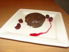 Meggyes csokis muffin - Gyümölcsös muffin Muffin, Minion, Plastic Cutting Board, Minions, Muffins