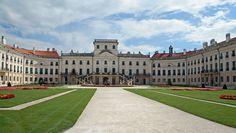 Esterházy kastély Fertőd Capital Of Hungary, Fashion History, Castle, Louvre, Building, Travel, Viajes, Buildings, Castles