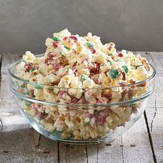 Discover edible holiday gifts and other cooking gifts from Pampered Chef, including Popcorn Crunch Bark, brownies, and other holiday dessert recipes! Top Dessert Recipe, Dessert Recipes, Pampered Chef Recipes, Cooking Recipes, Easy Recipes, Holiday Treats, Holiday Recipes, Christmas Treats, Christmas Recipes