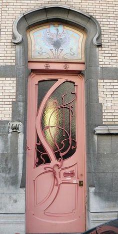 Bruxelles art nouveau (Belgique), rue de Belle Vue / Bellevue straat Also, the most perfect door in the world. Cool Doors, The Doors, Unique Doors, Entry Doors, Windows And Doors, Front Entry, Door Entryway, Art Nouveau, Art Deco
