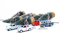 DIY auto's van Action Nederland met kerstboom op dak #christmas #kerst