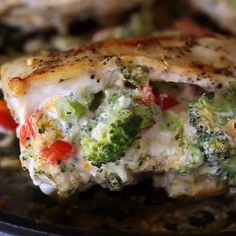 🔥 Tender Chicken breasts stuffed with broccoli, parmesan, cheddar, and cream . Clean Eating Recipes For Weight Loss, Weight Loss Meal Plan, Clean Recipes, Easy Healthy Recipes, Cooking Recipes, Cooking Box, Cooking Eggs, Veg Recipes, Clean Eating Chicken