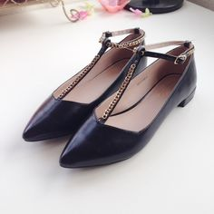 HOST PICK Topshop Black Stepney Flats NWT. No damage. Black pointy flats with gold-chained ankle straps. Fits like a U.S. 7. Topshop Shoes Flats & Loafers
