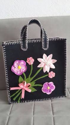 Felt bag Source by Htcelm Diy Wallet Felt, Diy Wallet Easy, Diy Wallet Tutorial, Felt Clutch, Felt Purse, Diy Wallet Pattern, Hessian Bags, Crotchet Patterns, Embroidery Bags