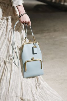 Vintage Bags The complete Coach 1941 Spring 2019 Ready-to-Wear fashion show now on Vogue Runway. - The complete Coach 1941 Spring 2019 Ready-to-Wear fashion show now on Vogue Runway. Popular Handbags, Cute Handbags, Cheap Handbags, Luxury Handbags, Fashion Handbags, Purses And Handbags, Fashion Bags, Luxury Purses, Wholesale Handbags