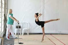 The beauty of training♥ Rhythmic Gymnastics Training, Gymnastics Pictures, Ballet, Contortion, Color Guard, Backstage, Photo Shoot, Cheer, Dance